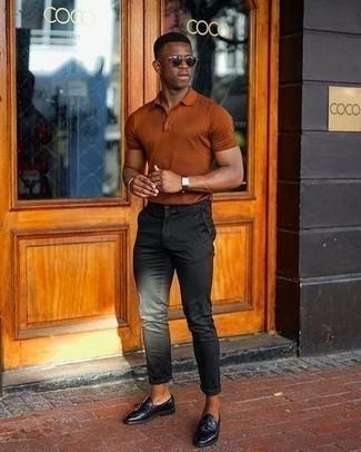 heiß Wetter Outfits Herren 2021: Erwägen Sie das Tragen von einem rotbraunen Polohemd, um einen lockeren, aber dennoch stylischen Look zu erhalten.