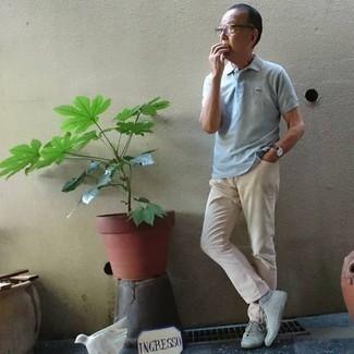 Hellblaue Socken kombinieren – 137 Herren Outfits: Ein hellblaues Polohemd und hellblaue Socken sind eine kluge Outfit-Formel für Ihre Sammlung. Vervollständigen Sie Ihr Outfit mit grauen Segeltuch niedrigen Sneakers, um Ihr Modebewusstsein zu zeigen.