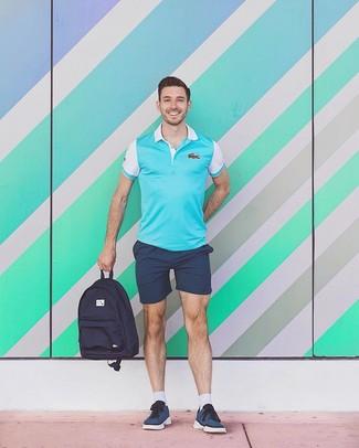 Wie kombinieren: türkises Polohemd, dunkelblaue Shorts, dunkelblaue niedrige Sneakers, dunkelblauer Segeltuch Rucksack