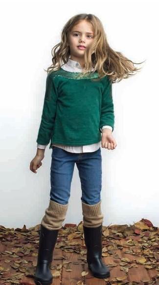 Wie kombinieren: dunkelgrüner Pullover, weißes Businesshemd, blaue Jeans, schwarze Gummistiefel