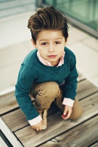 Wie kombinieren: dunkelgrüner Pullover, orange Langarmhemd mit Vichy-Muster, beige Hose, beige Oxford Schuhe