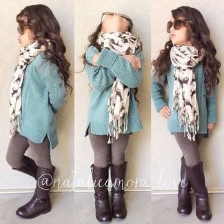 Wie kombinieren: mintgrüner Pullover, braune Leggings, dunkelbraune Stiefel, weißer Schal