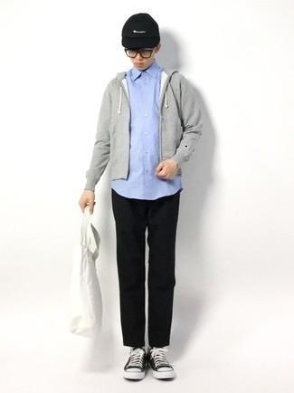 Teenager: Transparente Sonnenbrille kombinieren – 155 Herren Outfits: Für ein bequemes Couch-Outfit, vereinigen Sie einen grauen Pullover mit einem Kapuze mit einer transparenten Sonnenbrille. Entscheiden Sie sich für schwarzen und weißen Segeltuch niedrige Sneakers, um Ihr Modebewusstsein zu zeigen.