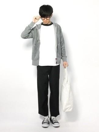 Teenager: Transparente Sonnenbrille kombinieren – 155 Herren Outfits: Für ein bequemes Couch-Outfit, vereinigen Sie einen grauen Pullover mit einem Kapuze mit einer transparenten Sonnenbrille. Fühlen Sie sich ideenreich? Ergänzen Sie Ihr Outfit mit schwarzen und weißen Segeltuch niedrigen Sneakers.