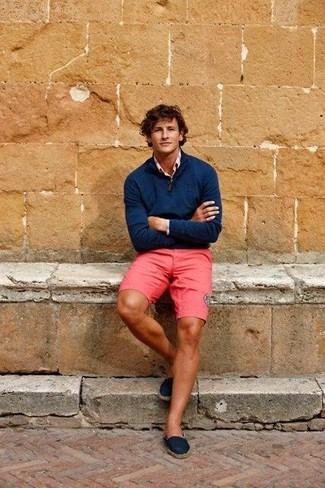 30 Jährige: Dunkelblauen Pullover mit einem Reißverschluss am Kragen kombinieren: trends 2020: Die Kombination von einem dunkelblauen Pullover mit einem Reißverschluss am Kragen und fuchsia Shorts erlaubt es Ihnen, Ihren Freizeitstil klar und einfach zu halten. Ergänzen Sie Ihr Look mit dunkelblauen Segeltuch Espadrilles.