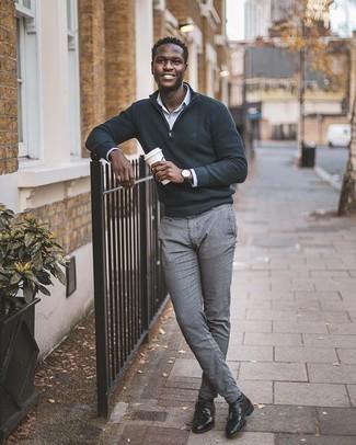dunkelgrauer Pullover mit einem Reißverschluss am Kragen von Hackett Clothing