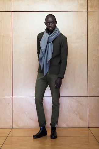 Paaren Sie einen olivgrünen Pullover mit einem Reißverschluß mit einer olivgrünen Anzughose, um vor Klasse und Perfektion zu strotzen. Schwarze chelsea-stiefel aus leder sind eine großartige Wahl, um dieses Outfit zu vervollständigen.