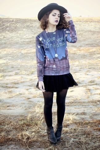 dunkelblauer bedruckter Pullover mit einem Rundhalsausschnitt von NAVIGAZIONE BLU