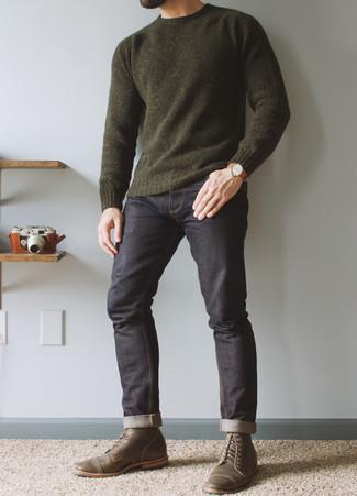 Rotbraune Lederuhr kombinieren – 500+ Herren Outfits: Ein dunkelgrüner Pullover mit einem Rundhalsausschnitt und eine rotbraune Lederuhr sind eine ideale Outfit-Formel für Ihre Sammlung. Schalten Sie Ihren Kleidungsbestienmodus an und machen olivgrünen Leder niedrige Sneakers zu Ihrer Schuhwerkwahl.