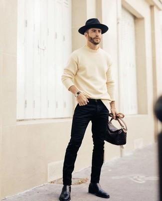 Schwarzen Ledergürtel kombinieren – 500+ Herren Outfits: Ein hellbeige Pullover mit einem Rundhalsausschnitt und ein schwarzer Ledergürtel sind eine ideale Outfit-Formel für Ihre Sammlung. Fühlen Sie sich ideenreich? Wählen Sie dunkelblauen Chelsea Boots aus Leder.