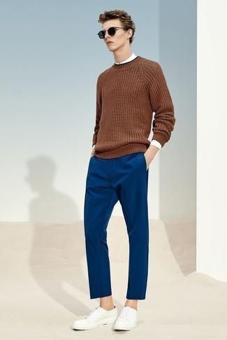 Wie blaue Hose mit weißen Pullovers zu kombinieren – 17