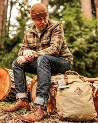 Braune Mütze kombinieren – 158 Herren Outfits: Für ein bequemes Couch-Outfit, vereinigen Sie einen hellbeige Pullover mit einem Rundhalsausschnitt mit einer braunen Mütze. Fühlen Sie sich ideenreich? Ergänzen Sie Ihr Outfit mit einer braunen Lederfreizeitstiefeln.