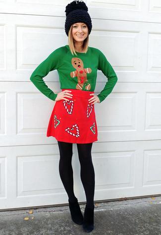 Wenn Sie Jeans und T-Shirt bevorzugen, dann gefällt Ihnen die einfache Kombination aus einem grünen pullover mit einem rundhalsausschnitt mit weihnachten muster und einer schwarzen wollstrumpfhose von Asos. Schwarze wildleder stiefeletten bringen Eleganz zu einem ansonsten schlichten Look.