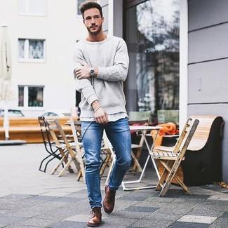 9cee9af4806e Herrenmode › Herrenmode der 30er Jahre Erwägen Sie das Tragen von einem  grauen Pullover mit einem Rundhalsausschnitt und blauen engen Jeans für
