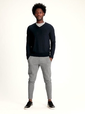 dunkelblauer Pullover mit einem V-Ausschnitt von Hackett Clothing