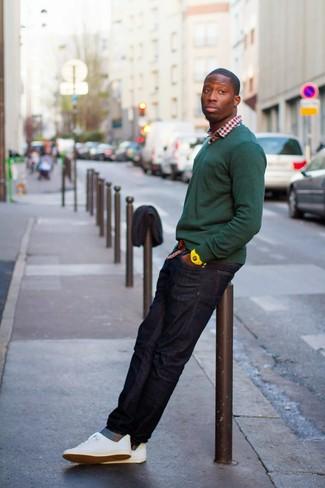 dunkelgrüner Pullover mit einem V-Ausschnitt von Merc of London