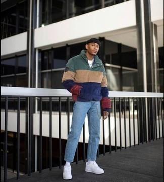 Schwarze Mütze kombinieren – 500+ Herren Outfits: Für ein bequemes Couch-Outfit, vereinigen Sie einen mehrfarbigen Pullover mit einem zugeknöpften Kragen mit einer schwarzen Mütze. Setzen Sie bei den Schuhen auf die klassische Variante mit weißen Leder niedrigen Sneakers.