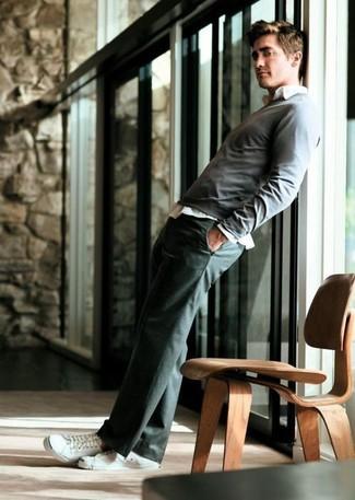 Pullover mit rundhalsausschnitt grauer langarmhemd weisses anzughose dunkelgraue niedrige sneakers weisse large 6805
