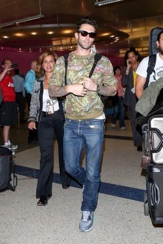 Pullover mit rundhalsausschnitt t shirt mit rundhalsausschnitt jeans sportschuhe sonnenbrille large 5238