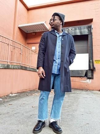 Dunkelgraue Mütze kombinieren – 500+ Herren Outfits: Erwägen Sie das Tragen von einer dunkelgrauen Regenjacke und einer dunkelgrauen Mütze für einen entspannten Wochenend-Look. Fühlen Sie sich ideenreich? Wählen Sie schwarzen klobigen Leder Derby Schuhe.