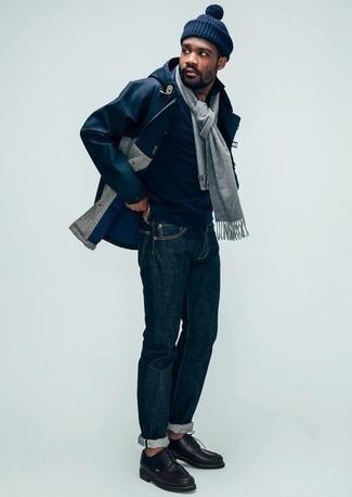 Schal kombinieren – 500+ Herren Outfits: Halten Sie Ihr Outfit locker mit einer dunkelblauen Regenjacke und einem Schal. Fühlen Sie sich mutig? Komplettieren Sie Ihr Outfit mit schwarzen Leder Derby Schuhen.