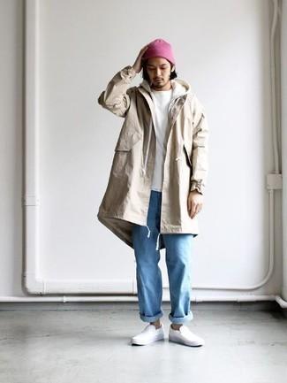 Weißen Pullover mit einem Kapuze kombinieren: trends 2020: Paaren Sie einen weißen Pullover mit einem Kapuze mit hellblauen Jeans für ein sonntägliches Mittagessen mit Freunden. Ergänzen Sie Ihr Outfit mit weißen Slip-On Sneakers aus Leder, um Ihr Modebewusstsein zu zeigen.