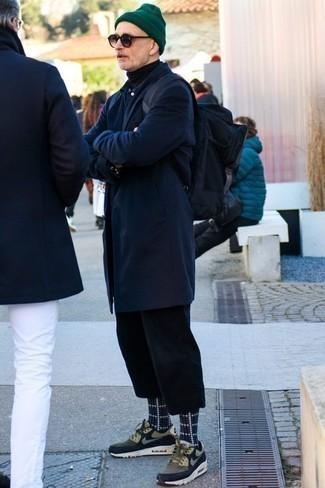 Schwarzen Rollkragenpullover kombinieren – 500+ Herren Outfits: Kombinieren Sie einen schwarzen Rollkragenpullover mit einer schwarzen Chinohose für ein großartiges Wochenend-Outfit. Fühlen Sie sich ideenreich? Entscheiden Sie sich für olivgrünen Sportschuhe.