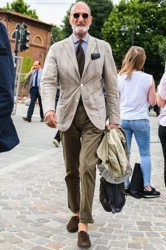 60 Jährige: Business Schuhe kombinieren – 542+ Herren Outfits: Kombinieren Sie eine hellbeige Regenjacke mit einer braunen Chinohose, um einen lockeren, aber dennoch stylischen Look zu erhalten. Fühlen Sie sich mutig? Ergänzen Sie Ihr Outfit mit Business Schuhen.