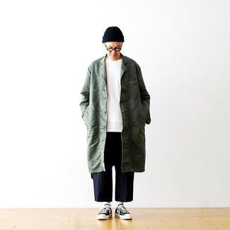 Transparente Sonnenbrille kombinieren – 500+ Herren Outfits: Tragen Sie eine dunkelgrüne Regenjacke und eine transparente Sonnenbrille für einen entspannten Wochenend-Look. Ergänzen Sie Ihr Outfit mit dunkelblauen und weißen Segeltuch niedrigen Sneakers, um Ihr Modebewusstsein zu zeigen.