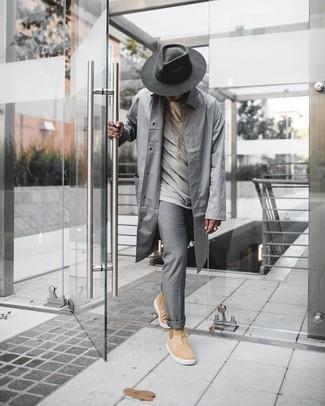 Dunkelgrauen Wollhut kombinieren – 210 Herren Outfits: Eine graue Regenjacke und ein dunkelgrauer Wollhut sind eine perfekte Outfit-Formel für Ihre Sammlung. Fühlen Sie sich ideenreich? Entscheiden Sie sich für beige Chelsea Boots aus Wildleder.