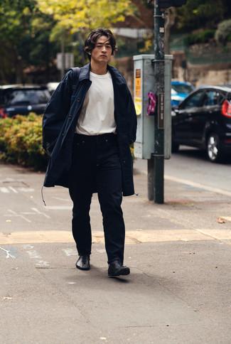 Dunkelblaue Regenjacke kombinieren – 143 Herren Outfits: Kombinieren Sie eine dunkelblaue Regenjacke mit dunkelblauen Jeans für ein Alltagsoutfit, das Charakter und Persönlichkeit ausstrahlt. Fühlen Sie sich ideenreich? Ergänzen Sie Ihr Outfit mit einer schwarzen Lederfreizeitstiefeln.