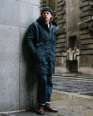 Dunkelblaue Regenjacke kombinieren – 143 Herren Outfits: Erwägen Sie das Tragen von einer dunkelblauen Regenjacke und dunkelblauen Jeans, um einen lockeren, aber dennoch stylischen Look zu erhalten. Fühlen Sie sich mutig? Komplettieren Sie Ihr Outfit mit einer braunen Lederfreizeitstiefeln.