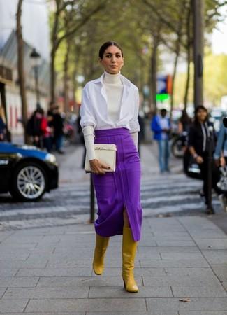 Die Kombination aus einem weißen businesshemd von Michael Kors und einem lila midirock eignet sich hervorragend zum Ausgehen oder für modisch-lässige Anlässe. Senf kniehohe stiefel aus leder liefern einen wunderschönen Kontrast zu dem Rest des Looks.