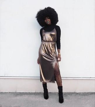 Tragen Sie einen schwarzen rollkragenpullover und eine schwarze netzstrumpfhose von Asos, wenn Sie einen gepflegten und stylischen Look wollen. Schwarze wildleder mittelalte stiefel sind eine perfekte Wahl, um dieses Outfit zu vervollständigen.