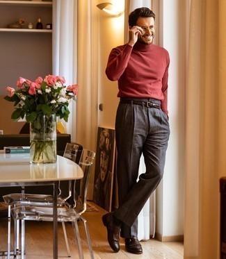 30 Jährige: Dunkelgraue Chinohose kombinieren – 690+ Herbst Herren Outfits: Paaren Sie einen roten Wollrollkragenpullover mit einer dunkelgrauen Chinohose für ein Alltagsoutfit, das Charakter und Persönlichkeit ausstrahlt. Entscheiden Sie sich für dunkelbraunen Monks aus Leder, um Ihr Modebewusstsein zu zeigen. Das Outfit ist mega und passt toll zum Herbst.