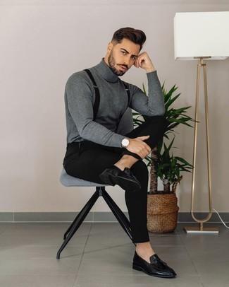 Hosenträger kombinieren – 355 Herren Outfits: Kombinieren Sie einen grauen Rollkragenpullover mit einem Hosenträger für einen entspannten Wochenend-Look. Putzen Sie Ihr Outfit mit schwarzen Leder Slippern mit Quasten.