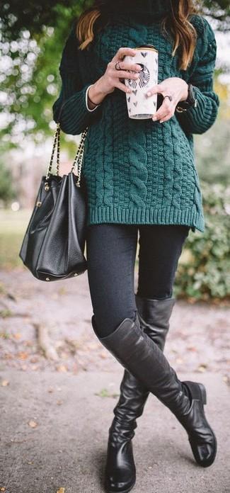 Arbeitsreiche Tage verlangen nach einem einfachen, aber dennoch stylischen Outfit, wie zum Beispiel ein dunkelgrüner strick rollkragenpullover und eine schwarze leder beuteltasche. Vervollständigen Sie Ihr Look mit schwarzen overknee stiefeln aus leder.