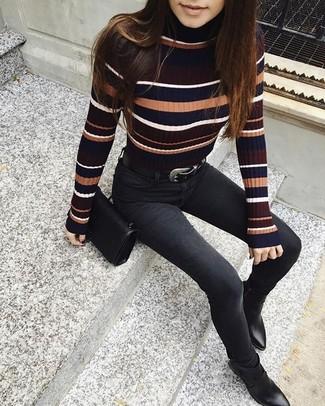 Wie kombinieren: mehrfarbiger horizontal gestreifter Rollkragenpullover, schwarze enge Jeans, schwarze Leder Stiefeletten, schwarze Leder Umhängetasche