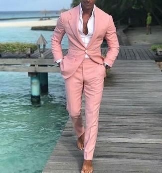 Wie kombinieren: rosa Anzug, weißes Businesshemd