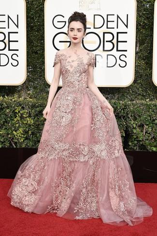 Rosa besticktes Ballkleid kombinieren – 3 Damen Outfits: Erwägen Sie das Tragen von einem rosa bestickten Ballkleid, um wahrhaft prachtvoll auszusehen.