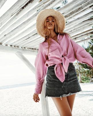 Beige Strohhut kombinieren – 213 Damen Outfits: Tragen Sie ein rosa Businesshemd zu einem beige Strohhut, um einen stylischen Alltags-Look zu erzielen.