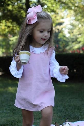 Wie kombinieren: rosa Kleid, weißes Businesshemd