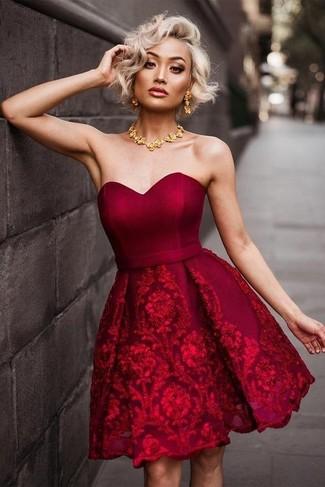 Rotes SpitzeGoldene Kleid Halskette Ausgestelltes Aus Mit Pkn0wXN8O