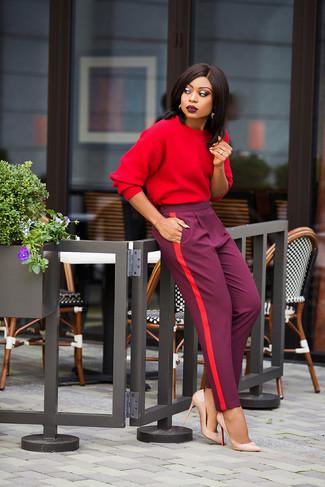 f1c7240335ad Wie kombinieren  rotes Sweatshirt, lila Karottenhose, hellbeige Leder Pumps