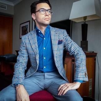Wie kombinieren: blaues Sakko mit Vichy-Muster, blaues Jeanshemd, hellblaue Anzughose, rotes und dunkelblaues Einstecktuch