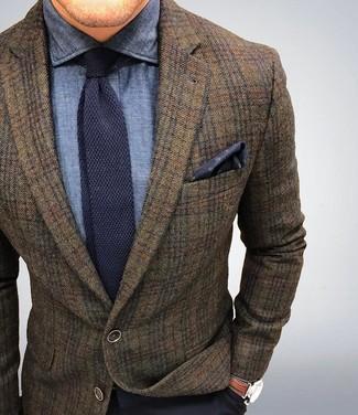 Wie kombinieren: braunes Wollsakko mit Schottenmuster, dunkelblaues Chambray Businesshemd, dunkelblaue Anzughose, dunkelblaue Strick Krawatte