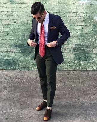 Wie kombinieren: dunkelblaues Sakko, weißes Businesshemd, dunkelgrüne Anzughose, dunkelbraune Wildleder Oxford Schuhe