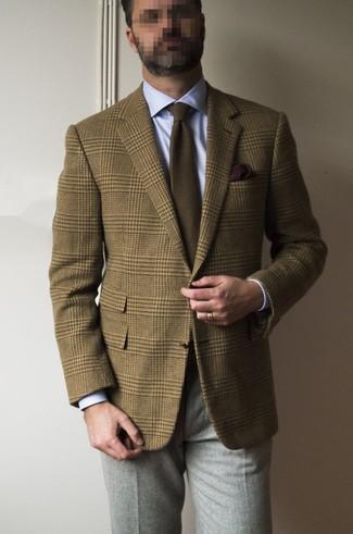 Wie kombinieren: braunes Wollsakko mit Schottenmuster, hellblaues Businesshemd, graue Wollanzughose, braune Krawatte