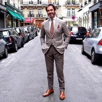 Wie kombinieren: braunes Sakko mit Schottenmuster, weißes Businesshemd, braune Anzughose, rotbraune Doppelmonks aus Leder