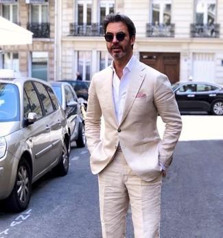 Wie kombinieren: hellbeige Leinen Sakko, weißes Businesshemd, hellbeige Leinen Anzughose, rotes Einstecktuch
